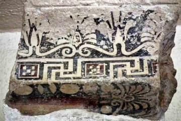 ※テルモスのアポロン神殿上部構造「テラコッタの軒飾り」前630-610年頃